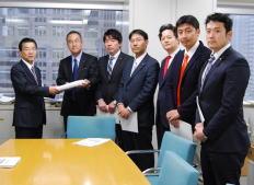 来年平成26年度東京都予算について都議会民主党から要望書を提出しました。