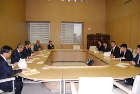 2014年度東京都予算(暫定案)に対して200億円の復活要望を提出しました。